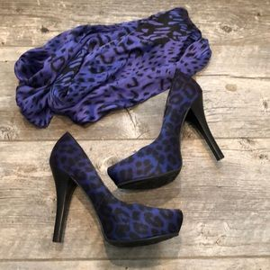 LOT Purple leopard heels and scarf